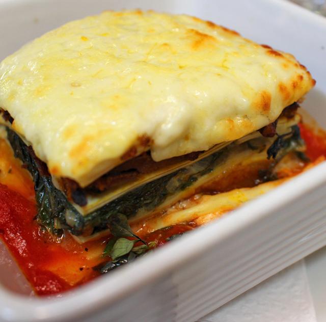 Lasanha de abóbora, espinafre, molho de tomate e queijo Canastra (R$ 39): uma das melhores dos últimos tempos