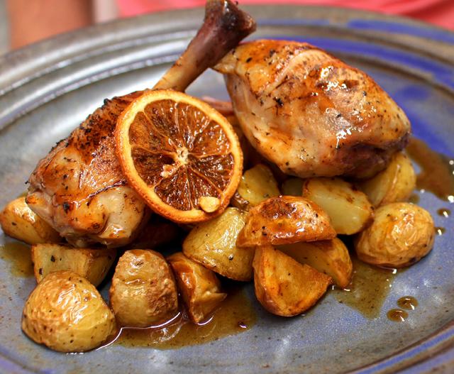 Frango orgânicos ao molho de limão sicliano e laranja, acompanhado por batatinhas ao forno