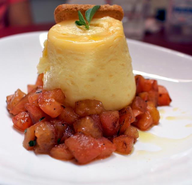 Gateau de queijo com morangos salteados: entrada para compartilhar