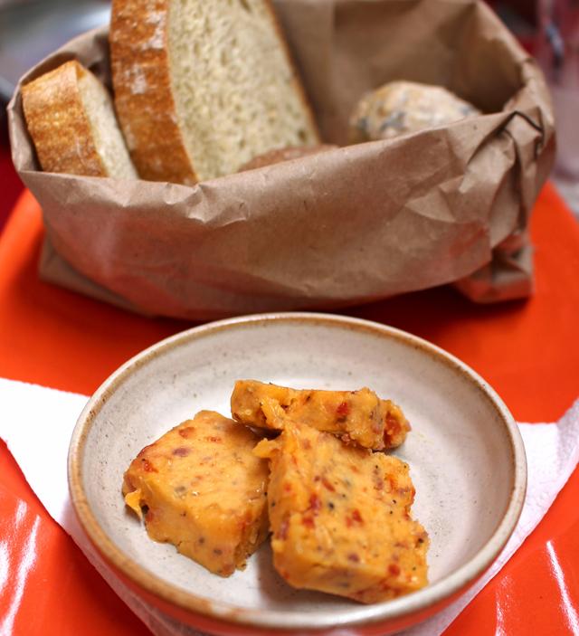 Manteiga e pães artesanais