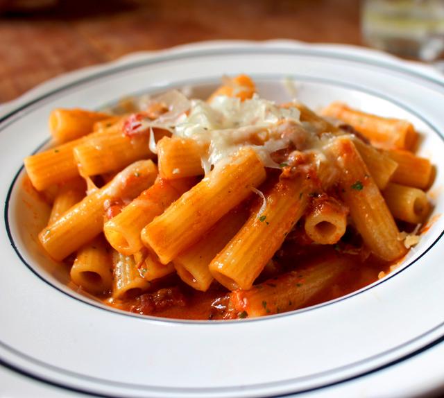 Zitti Amatriciana de Cordeiro, pancetta e peperoncino (R$ 52)