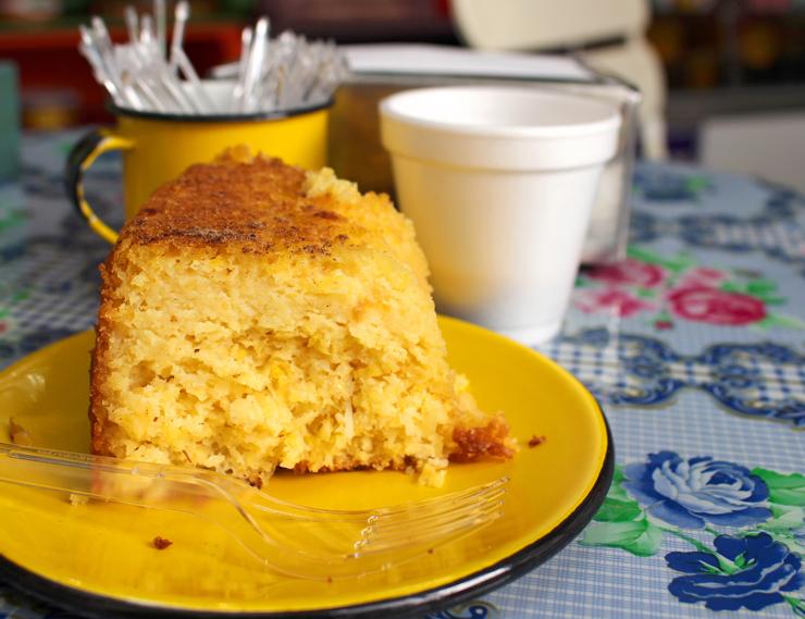 O meu preferido: bolo cremoso de milho (R$ 5,50, fatia)