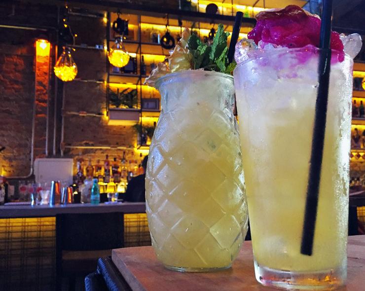 Piña (des)colada e Chora, me Liga: drinques do novo Guilhotina Bar