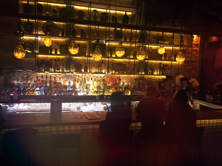 Balcão do novo Guilhotina Bar, em Pinheiros