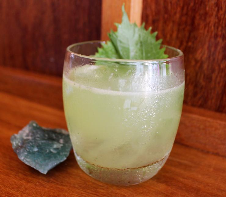 Surya (gin, shisô, gengibre) do novo Mica: um dos bons drinques originais do bar de pegada asiática